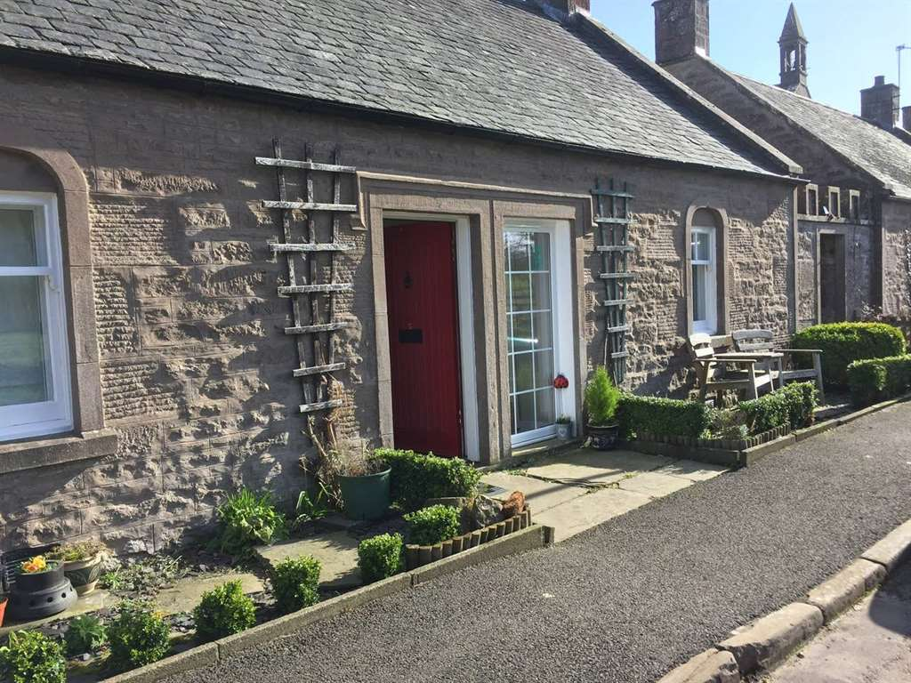 Dean Cottage Exterior | Self Catering Glamis